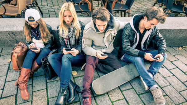 Chat Fiction Apps: New Trend Among Teens Redefining The Story Reading